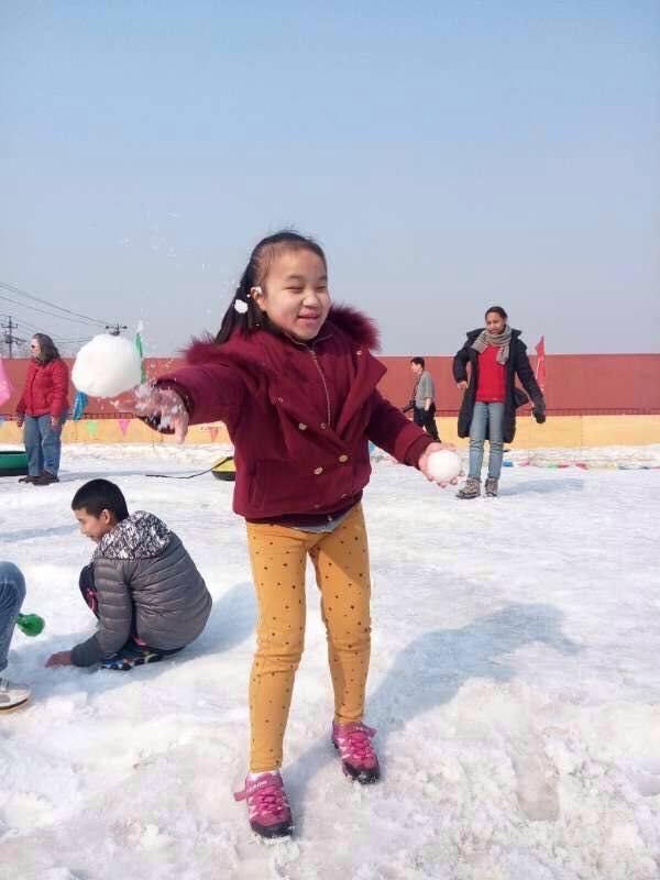 tina throwing snowballs