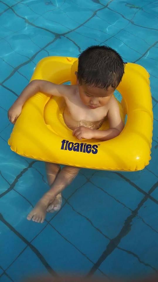 2015 7 Levi floatie